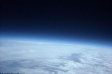 Exploit : un père et son fils envoient un ballon sonde dans l'espace