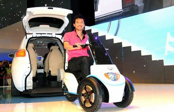 geely mccar une voiture hybride avec scooter electrique int gr actinnovation nouvelles. Black Bedroom Furniture Sets. Home Design Ideas