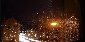Une technologie de phare de voiture qui rend la pluie invisible