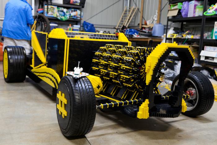 une voiture lego en taille r elle propuls e par un moteur air comprim actinnovation. Black Bedroom Furniture Sets. Home Design Ideas