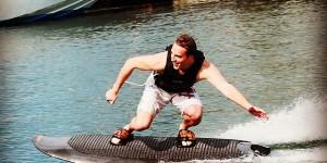 Radinn Wakejet Cruise : un surf électrique qui réinvente la glisse