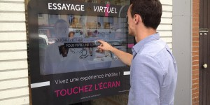 Vitrine-interactive-FittingBox-Courdy-Opticien-Toulouse