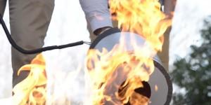 Un extincteur d'incendie à ondes sonores