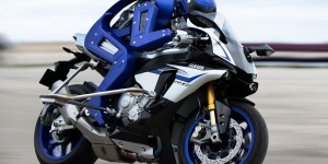 Yamaha MOTOBOT : le robot humanoïde motard qui défie Valentino Rossi