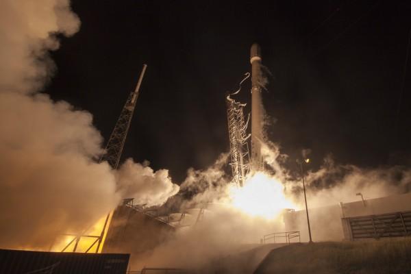 SpaceX-Falcon-9-1